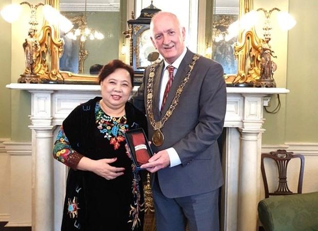 Hanoi officials visit Ireland, United Kingdom hinh anh 1