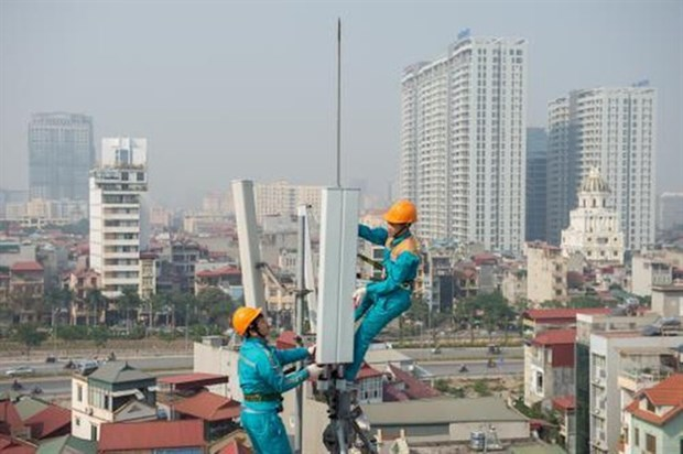 Telecom firms add more transceiver stations as 4G demand surges hinh anh 1