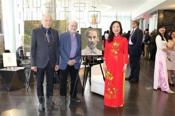 Canadian artists show respect for President Ho Chi Minh via paintings hinh anh 1