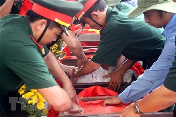 Nghe An receives 98 martyrs' remains from Laos hinh anh 1