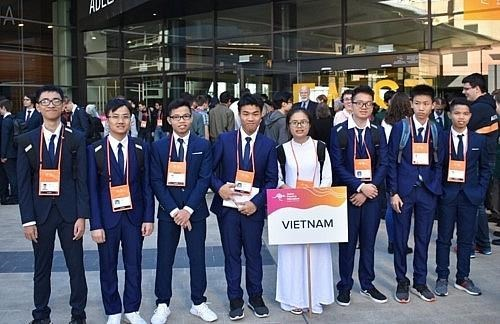 All eight Vietnamese students win Asian Physics Olympiad medals hinh anh 1