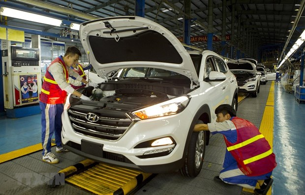 Auto sales down 35 percent in April hinh anh 1