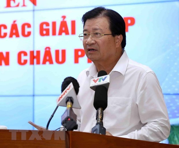 Deputy PM directs fight against African swine fever hinh anh 1
