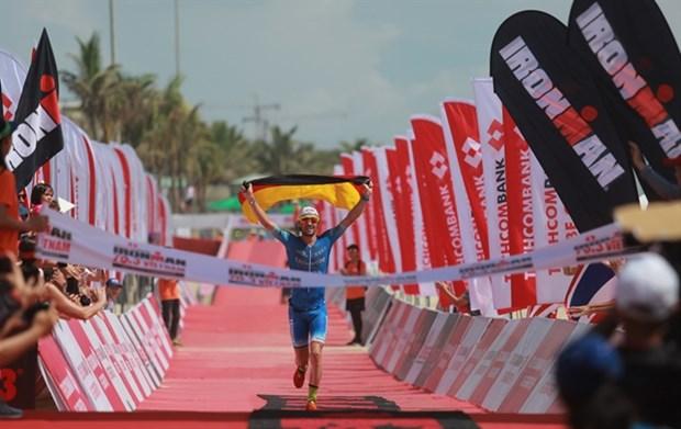 German, British athletes triumph at Techcombank Ironman Championship hinh anh 1