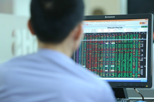 Securities trading codes issued for more than 350 foreign investors in April hinh anh 1
