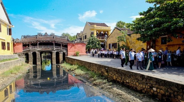 Ancient city to limit tourist access to symbolic bridge hinh anh 1