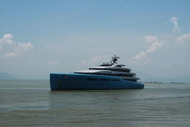 British billionaire sails Aviva yacht in Vietnam hinh anh 1