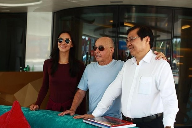 British billionaire sails Aviva yacht in Vietnam hinh anh 2