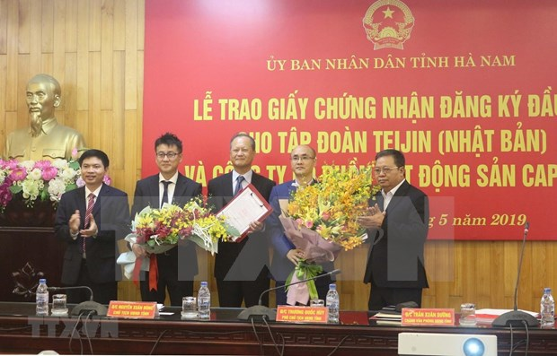 Ha Nam grants investment certificates to two large projects hinh anh 1