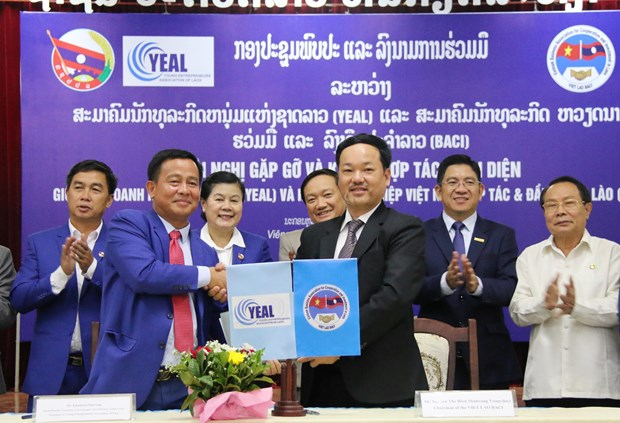 Vietnamese, Lao businesses enhance partnership hinh anh 1