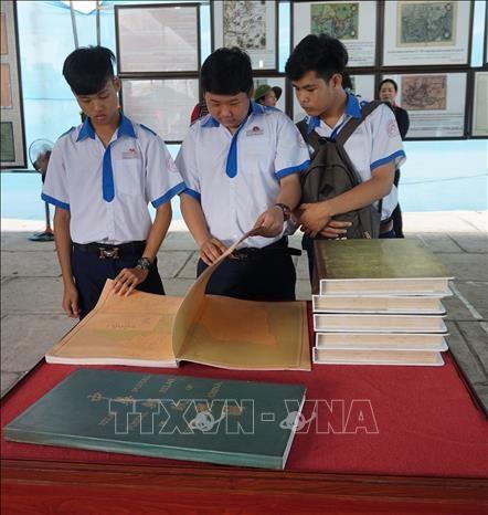 Bac Lieu exhibition affirms Vietnam's sovereignty over Hoang Sa, Truong Sa hinh anh 1