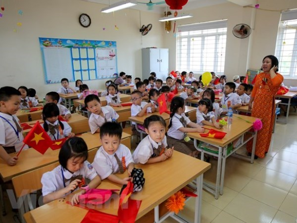 Hanoi still dealing with overcrowded classrooms hinh anh 1