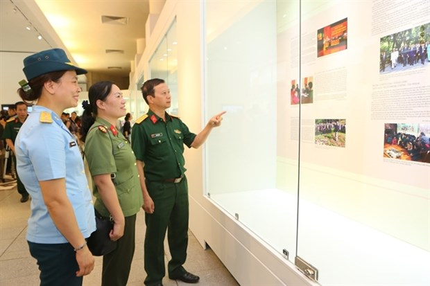 """""""Simple and noble examples"""" exhibition opens hinh anh 1"""