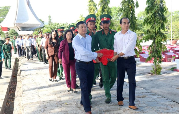 Remains of seven martyrs reburied in Binh Thuan hinh anh 1