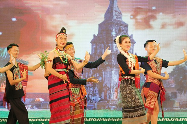 Festival connects ethnics in Vietnamese, Lao border provinces hinh anh 1