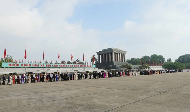 Over 10,000 people visit President Ho Chi Minh's Mausoleum hinh anh 1