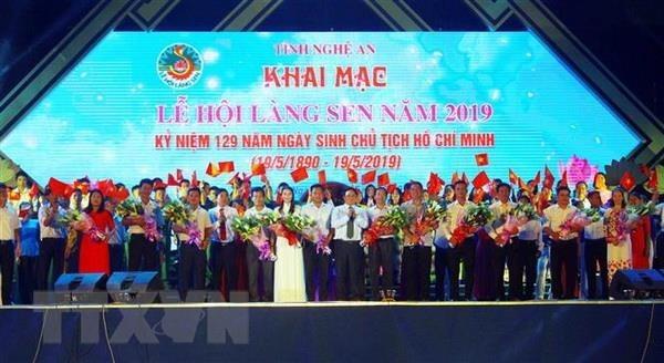 Lang Sen Singing Festival marks President Ho Chi Minh's birthday hinh anh 1