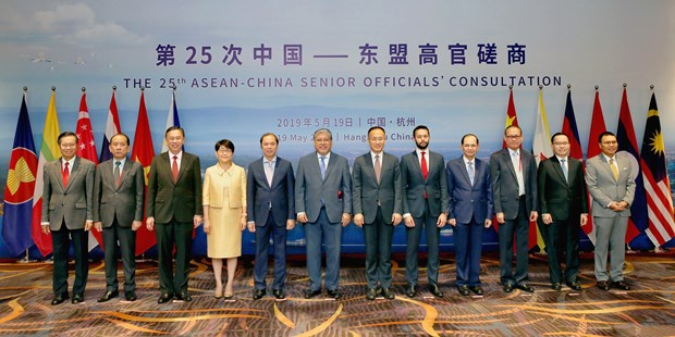 ASEAN, China talk ways to bolster strategic partnership hinh anh 1