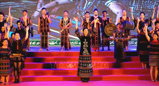 Festival enhancing ethnic cultures between Vietnam, Laos closes hinh anh 1
