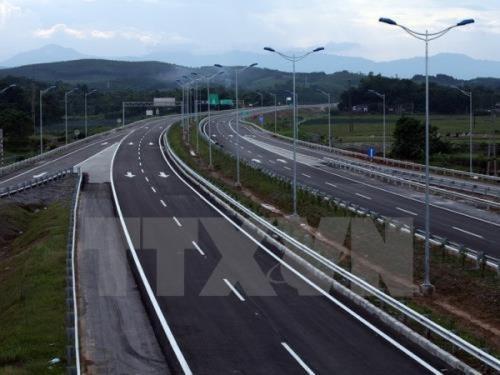 PM gives green light to construction of Hoa Binh-Moc Chau expressway hinh anh 1