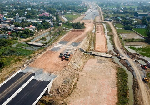 Land clearance for expressway should be completed soon: ministry hinh anh 1