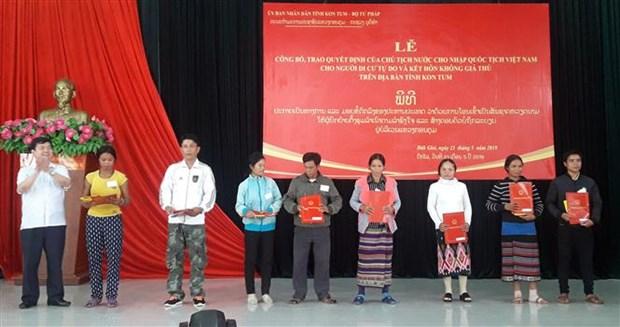 Lao nationals gain Vietnamese citizenship hinh anh 1