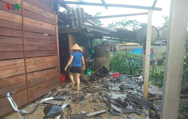 Whirlwinds damage houses, crops in central provinces hinh anh 1
