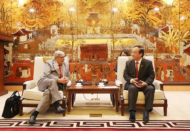 Hanoi seeks France's experience in clean water, waste treatment hinh anh 1