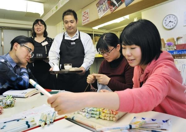More than 200 Vietnamese pass visa exam to work in Japan hinh anh 1