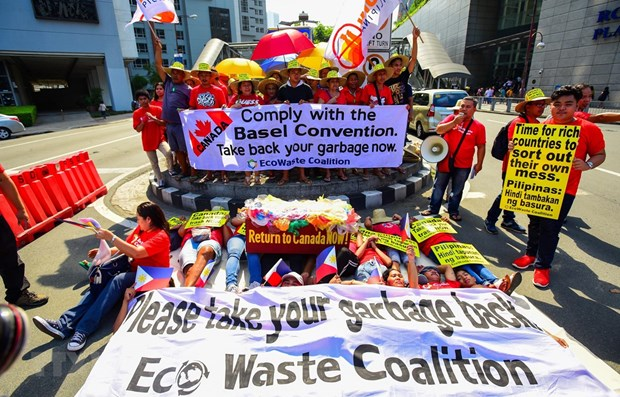 Garbage issue worsens Philippines-Canada relations hinh anh 1