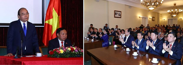 PM visits Vietnamese Embassy in Russia hinh anh 1