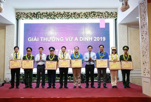 Ceremony marks 10 years of Vu A Dinh Award hinh anh 1