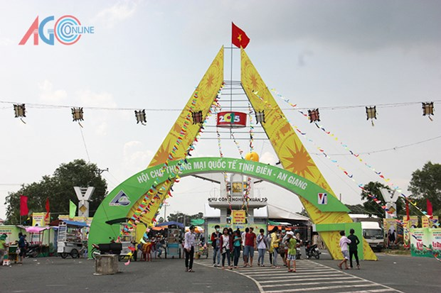 An Giang hosts international trade fair hinh anh 1
