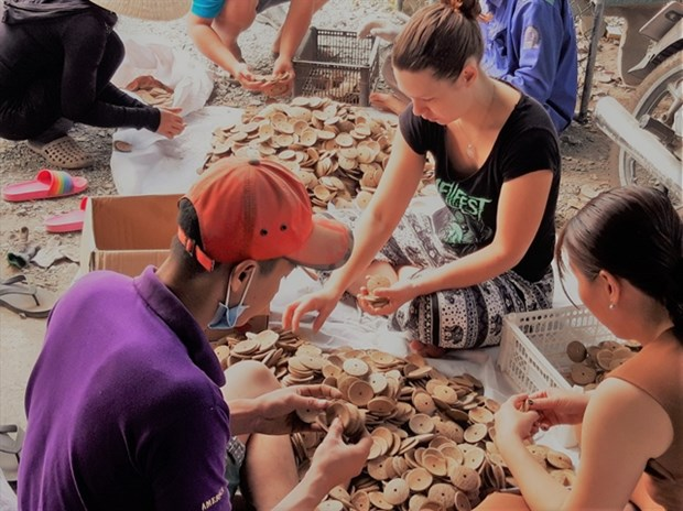 Ben Tre coconut products to be sold online hinh anh 1