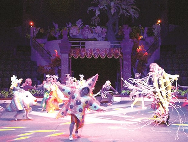 Circus performance calls on people to protect environment hinh anh 1