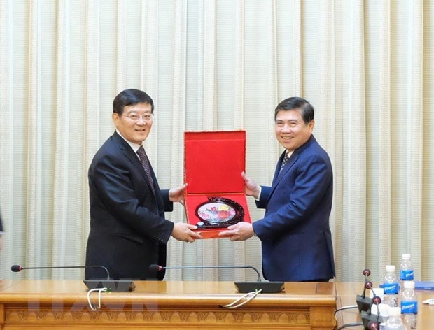 HCM City leader hosts Chinese industry, commerce delegation hinh anh 1