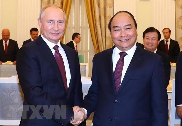PM Nguyen Xuan Phuc meets President V. Putin hinh anh 1