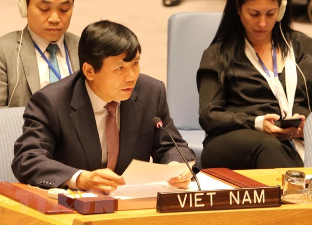 Vietnam represents ASEAN in committing to jointly protecting civilians in armed conflicts hinh anh 1