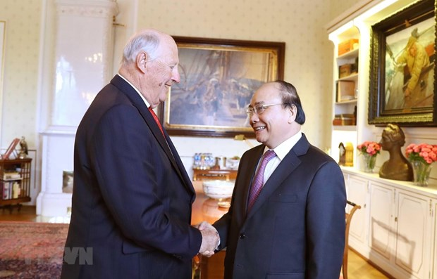 PM Nguyen Xuan Phuc meets with Norwegian King hinh anh 1