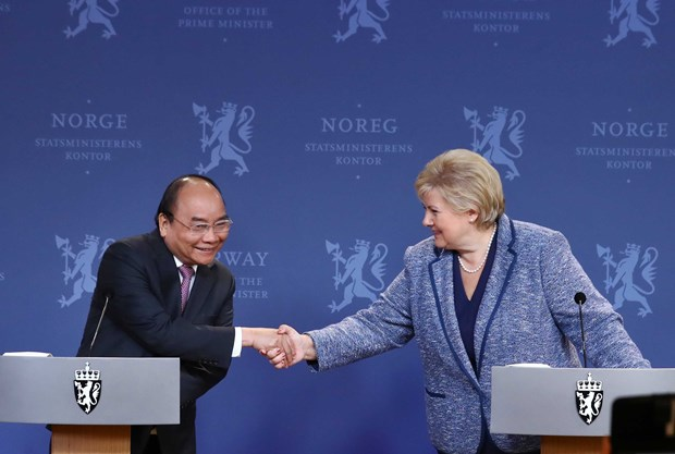 Vietnamese, Norwegian PMs co-chair press conference hinh anh 1