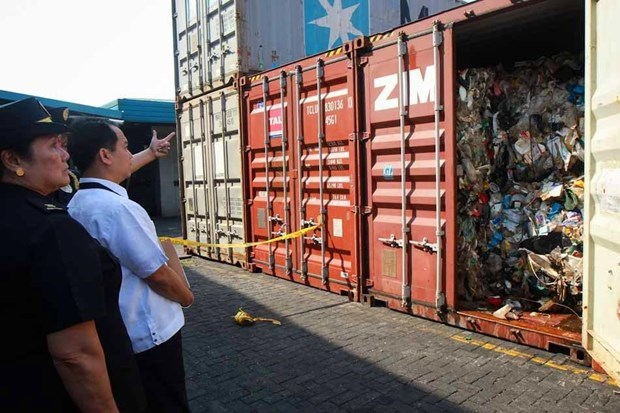 Philippines seizes seven waste containers from Australia hinh anh 1