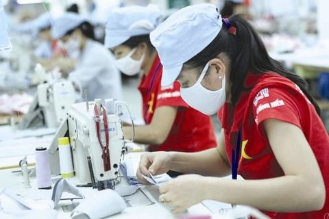 Industry hoped to help Vietnam overcome middle-income trap hinh anh 1