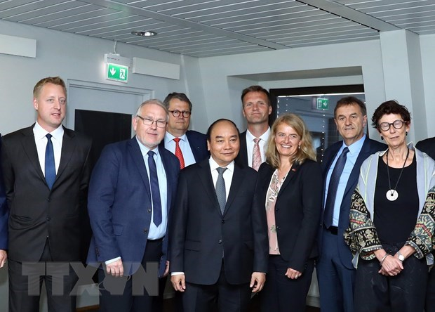 PM Nguyen Xuan Phuc receives leaders of Norwegian groups hinh anh 1