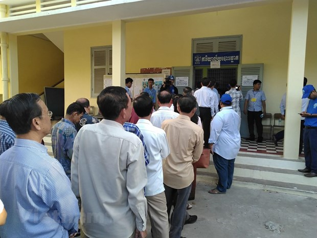 Local council elections held in Cambodia hinh anh 1