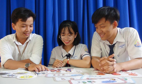 Eleventh graders design games to protect children hinh anh 1