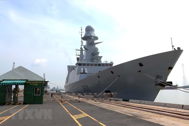 French naval anti-air frigate Forbin visits HCM City hinh anh 1
