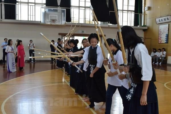 Teenagers' visit looks to strengthen Vietnam-Japan friendship hinh anh 1