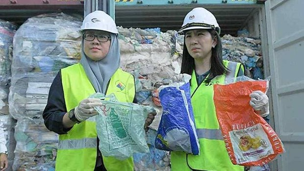 Malaysia to return 3,000 tonnes of plastic waste to original nations hinh anh 1