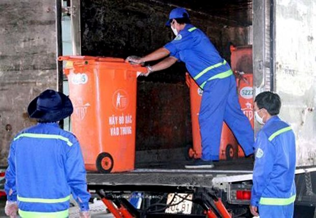 HCM City reduces number of waste transfer stations in the city hinh anh 1