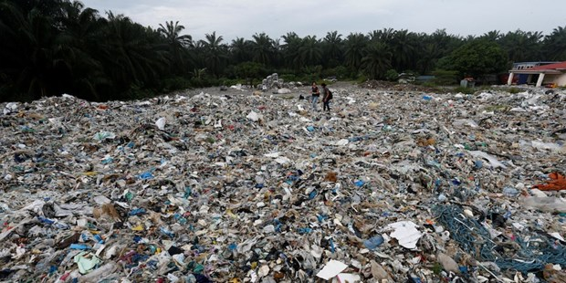 Malaysia plans to return plastic waste to Canada hinh anh 1